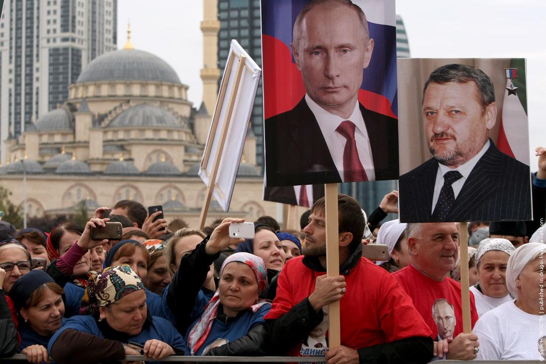 """Акция """"живой флаг"""" в Грозном"""