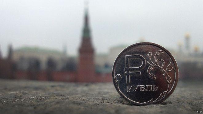 141201173337_rouble_kremlin_624x351_afp