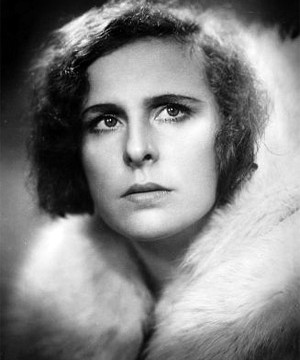 Leni-Riefenstahl_-_Profile