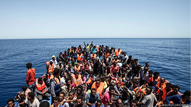 150518120546_migrants_crowd_boat_libya_624x351_jasonfloriomoas