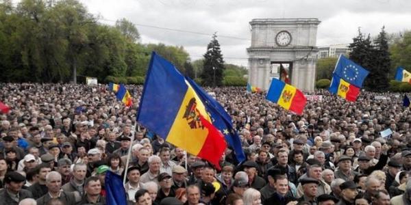 5632144829e83_Moldova_maydan(4)