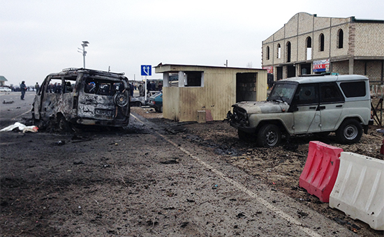 "DAGESTAN, RUSSIA. FEBRUARY 15, 2016. The site of a car bomb explosion at a traffic police post in the Derbentsky District, Dagestan. 2 police officers were killed and 18 people were injured in the explosion. Bashir Aliyev/NewsTeam/TASS –осси€. ƒагестан. 15 феврал€ 2016. Ќа месте взрыва автомобил€ у поста √»Ѕƒƒ в ƒербентском районе ƒагестана. ¬ результате происшестви€ погибли двое полицейских, около 18 человек получили ранени€. Ѕашир јлиев/NewsTeam/""ј——"