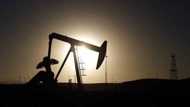 A pump jack is seen at sunrise near Bakersfield, California October 14, 2014. Brent crude hit a new four-year low on Wednesday before recovering to just under $85 a barrel, as faltering global growth curbed demand for fuel at a time of heavy oversupply. Oil saw its biggest daily fall in more than three years on Tuesday after the West's energy watchdog slashed its forecasts for world oil demand for this year and 2015. Picture taken October 14, 2014. REUTERS/Lucy Nicholson (UNITED STATES - Tags: ENERGY BUSINESS) - RTR4ABEI