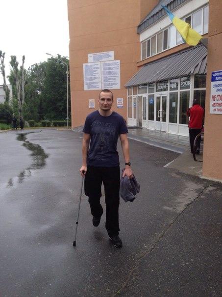 Русского националиста, лишившегося ноги на войне с путинскими боевиками, выписали из больницы. Теперь Сергей снова может ходить.