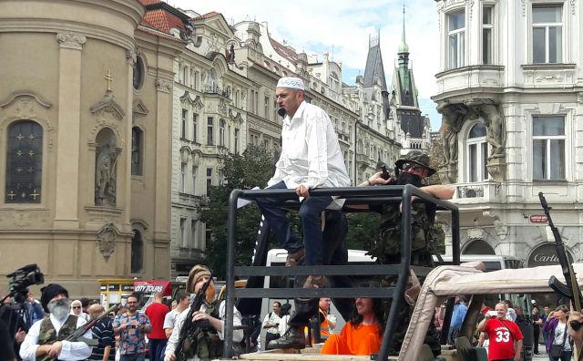 ČR-strany-demonstrace-IMK