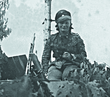 zhenshhina-tankistka-ss-oberscharfuhrer-a-mg42